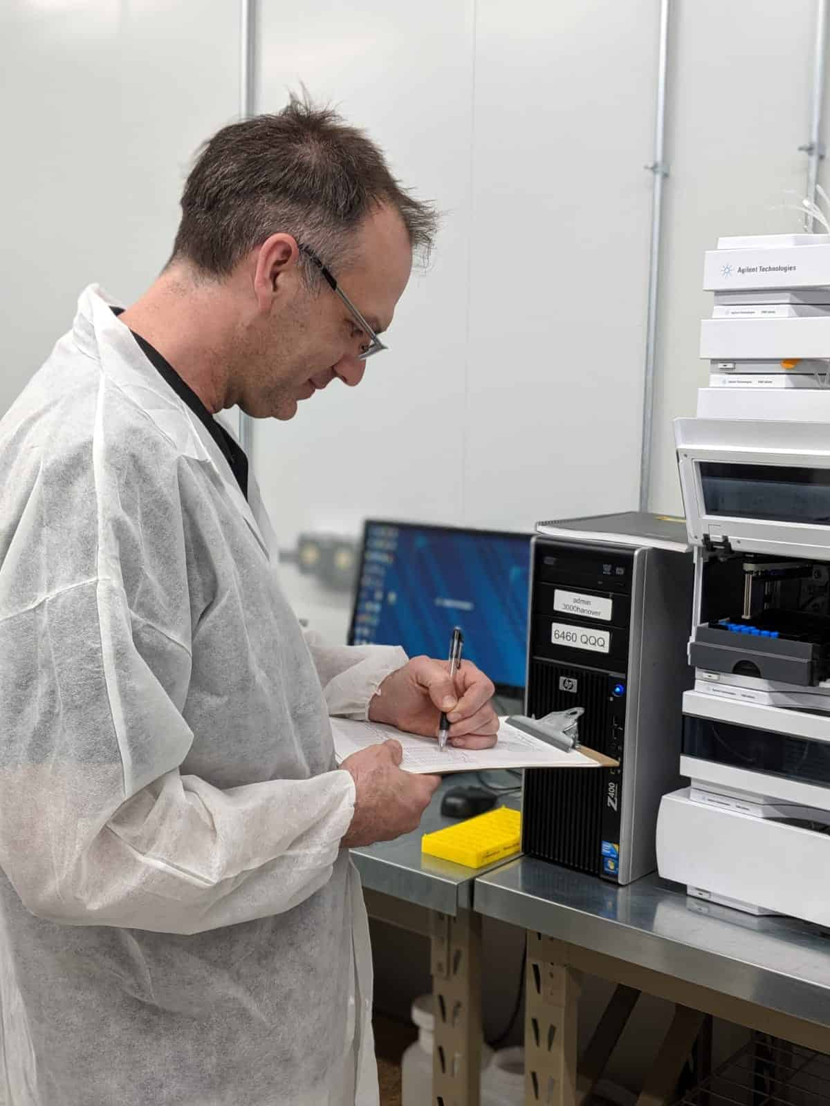 doctor in writing in lab