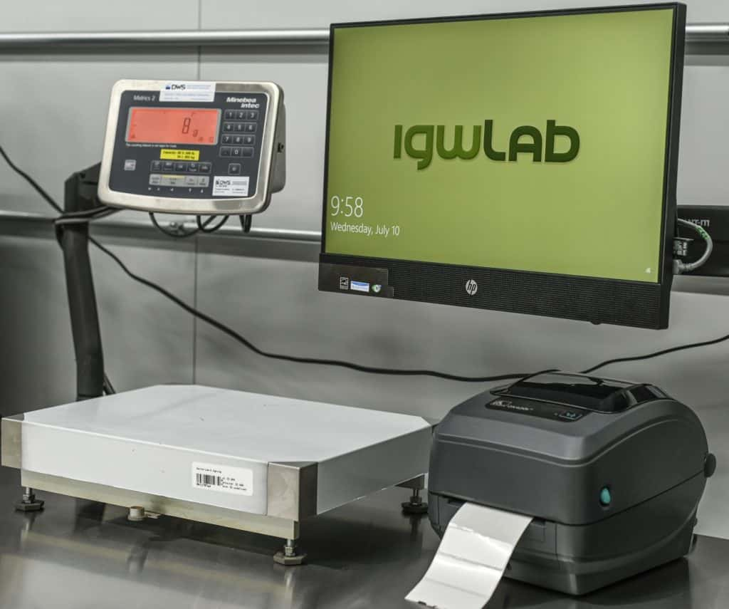 Desktop, scale and screen of igwLAB QMS
